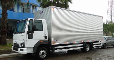 Caminhão branco para Transporte de Mudanças