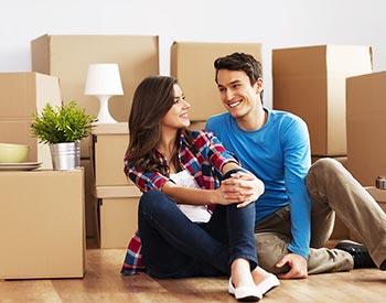 Casal Preparando a Mudança Residencial